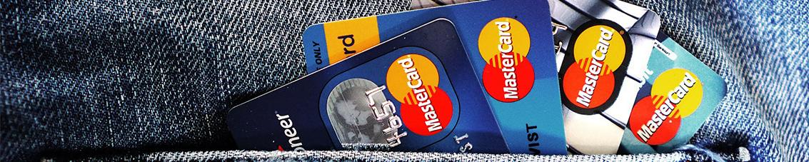 Kreditkarten Hosentasche Kredit trotz Schulden