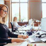 AdvoNeo Schuldnerberatung Arbeitsplatz modern groß ruhig