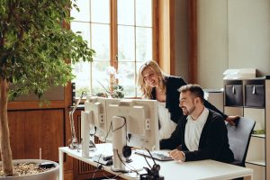 AdvoNeo Schuldnerberatung Unterstützung Arbeitsplatz Gespräch